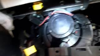 getlinkyoutube.com-Demontaż wentylatora bez rozbierania deski IBIZA 6L   How to remowe blower fan IBIZA 6L