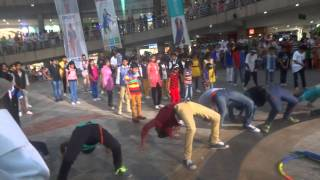 getlinkyoutube.com-ZERO DEGREE CREW FLASH MOB AT METRO MALL KALYAN(E)