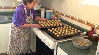 getlinkyoutube.com-Cocina mexicana tradicional - 7 - Tita Mima - Galletas de Nuez