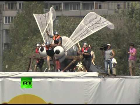 Crazy & Amazing: Red Bull Flugtag 2011 flying contest in Moscow