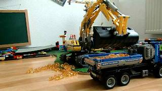 getlinkyoutube.com-Lego Bagger 8043 in Action