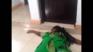 getlinkyoutube.com-Kiuno bila Mfupa Hatari