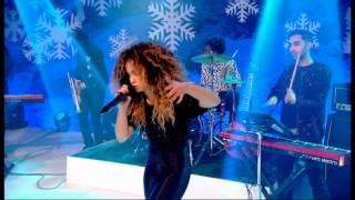 getlinkyoutube.com-Rudimental feat. Ella Eyre - Waiting All Night - Top of the Pops Christmas - 25th December 2013