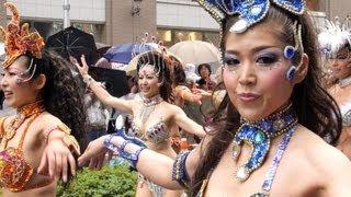 getlinkyoutube.com-神戸まつりで極上美女たちがビショ濡れのものすごいサンバパレード!