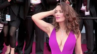 getlinkyoutube.com-The stunning Salma Hayek and her massive cleavage on the red carpet of Carol in Cannes