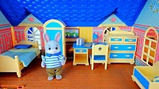 getlinkyoutube.com-Игрушки Гулливер.  2 набора детских комнат Village story. Распаковка.  Семья зайчиков и мишек.