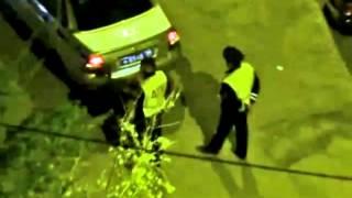 Инспектор ДПС проколол колеса припаркованной машине
