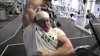 getlinkyoutube.com-Markus Rühl trainiert Arme, Teil 3: Bizeps und Trizeps, ideale Übungen zum Abschluss des Trainings