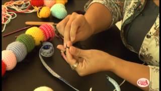 getlinkyoutube.com-Fabiana Ostos ensina fazer uma centopéia de amigurumi.
