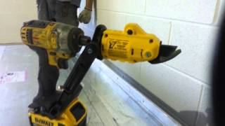 getlinkyoutube.com-Dewalt  impact 18ga shear attachment