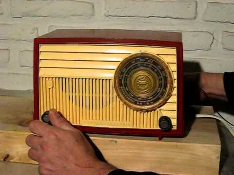 Radio antigua General Electric modelo 640