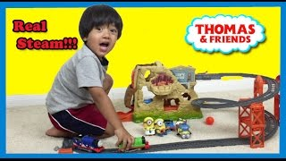 getlinkyoutube.com-Thomas and Friends Trackmaster Volcano Drop Unboxing Playtime with Minions Ryan ToysReview