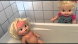 getlinkyoutube.com-Baby Alive Minha Boneca Hora do banho irmã da Clarinha em portugues SkyFunLand Kids
