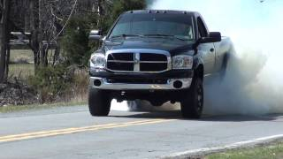 getlinkyoutube.com-Dodge Ram Cummins Massive BURNOUT!