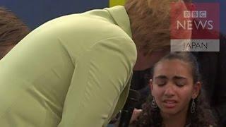 getlinkyoutube.com-【BBC】 難民の少女がメルケル首相の前で泣きだし……慰めても