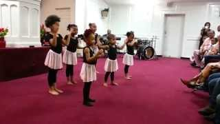 getlinkyoutube.com-Jesus Tabanacle Toddler Praise Dancers