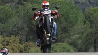 getlinkyoutube.com-VIDEO : la Suzuki 750 GSR sauvée par Supêêr Motâârd ( contenu officiel Moto Journal )