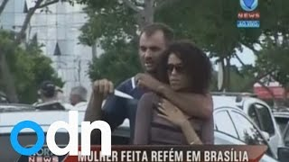 getlinkyoutube.com-Dramatic rescue: Man holds woman hostage at knifepoint in Brazil