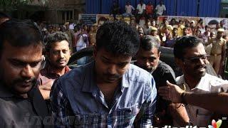 getlinkyoutube.com-Vijay, Latha Rajinikanth and Sathyaraj at K. Balachander Death | SJ.Surya, Rajesh | Funeral Video