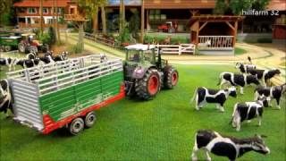 getlinkyoutube.com-RC TRACTORS bring COWS back home  - FARM ANIMAL & RC TOYS in ACTION