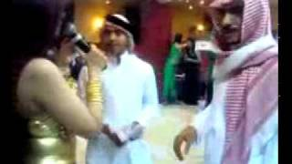 getlinkyoutube.com-Sheikh throwing money on bellly dancer in a UAE Nightclub