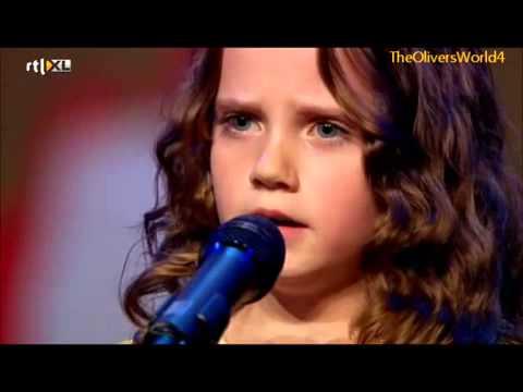 Hermosa   voz de la niña Amira conmocionó y emocionó!!