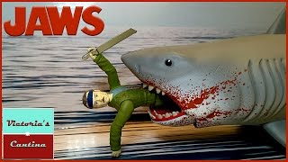 getlinkyoutube.com-Funko ReAction JAWS Great White Shark vs. Quint Final Battle Review