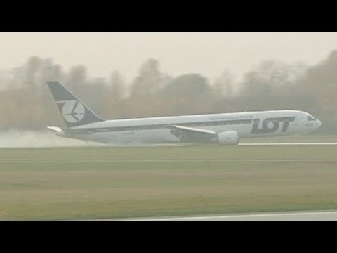 Polish airliner crash-lands safely in Warsaw