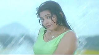 getlinkyoutube.com-Meena undresses herself in front of Chiranjeevi - Main Hoon Rakhwala Hot Scene