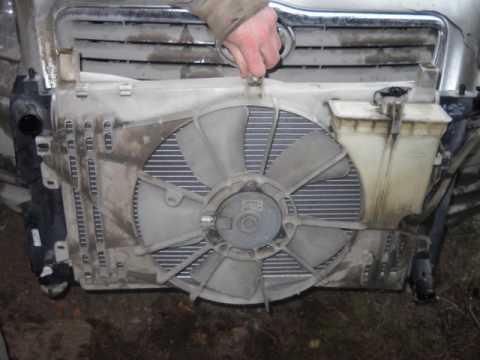 Как снять радиатор охлаждения двигателя на тойота авенсис