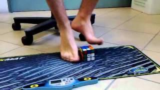 getlinkyoutube.com-Ex-record italiano risoluzione del cubo di rubik con i piedi: 1:27.03