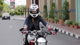 getlinkyoutube.com-Buddy Bike   Pae Girl Rider