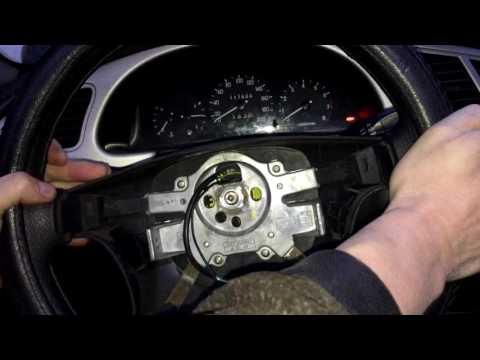 Расположение предохранителя топливного насоса у Nissan Тиида