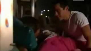 getlinkyoutube.com-Mia y Miguel beso en el cuarto