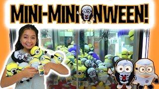getlinkyoutube.com-Mini-Minionween! Halloween Despicable Me 2 Minion Made Minions - Claw Machine Wins