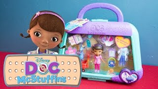 getlinkyoutube.com-Doc McStuffins Toy - Doc McStuffins On the Go Stuffy Playset by Disney Junior