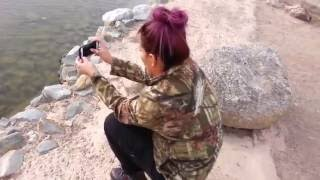 getlinkyoutube.com-Comparto a mi esposa en un paseo por el lago, nos muestra su tanga