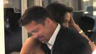 getlinkyoutube.com-Paparazzi video of Angelina   Brad in a restaurant (Cannes)