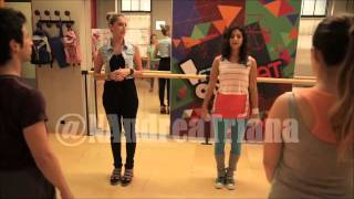"getlinkyoutube.com-Violetta2 Conoce El Studio On Beat ""Completo"""