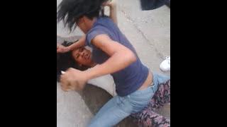 getlinkyoutube.com-Linwood girls fight(1)