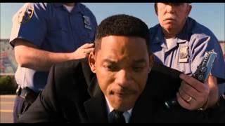 getlinkyoutube.com-Men in Black 3 Stolen Car Scene