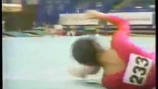 getlinkyoutube.com-La Muerte de la gimnasta  LIANG DONGFEM