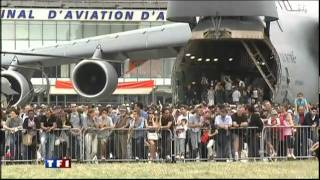 getlinkyoutube.com-Electric aircraft at Paris Air show 2011 - World speed record - Cri-Cri