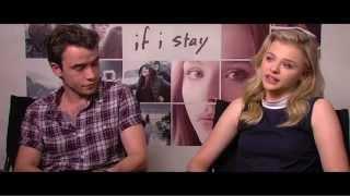 getlinkyoutube.com-Se Eu Ficar. Chloe Grace Moretz conversa com o Repórter Hollywood.