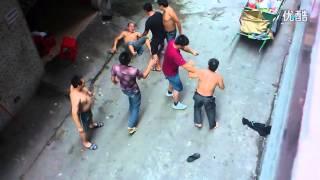 getlinkyoutube.com-Shirtless men fight in Guangzhou, China