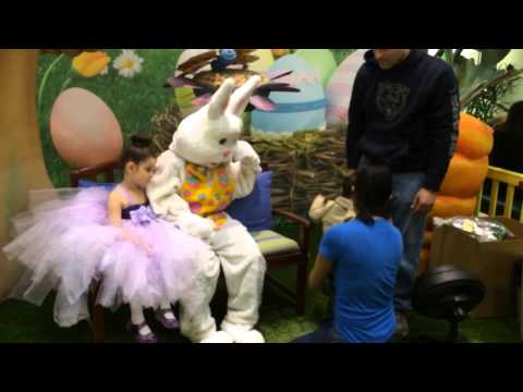 Melody and Rauli meet the Easter Bunny