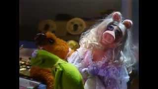 getlinkyoutube.com-The Fantastic Miss Piggy Show