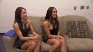 "getlinkyoutube.com-The Bella Twins watch their boyfriends' match on ""Total Divas"""