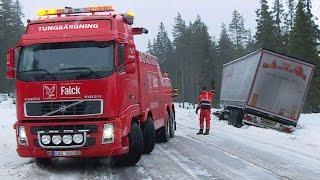 getlinkyoutube.com-Heavy Recovery Volvo FH16 8x4 vs DAF Semitrailer - Sweden
