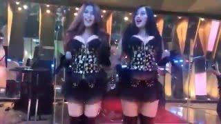 getlinkyoutube.com-Duo Serigala - Aku Mah Apa Atuh [LIVE OffAir HOT Terbaru - Goyang Drible Baju Kedodoran]
